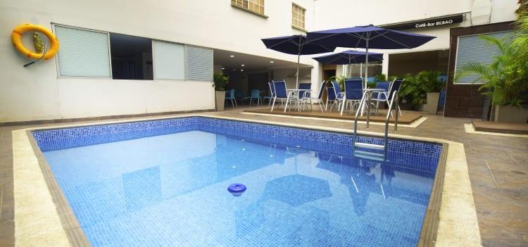 Hotel con piscina en Cali
