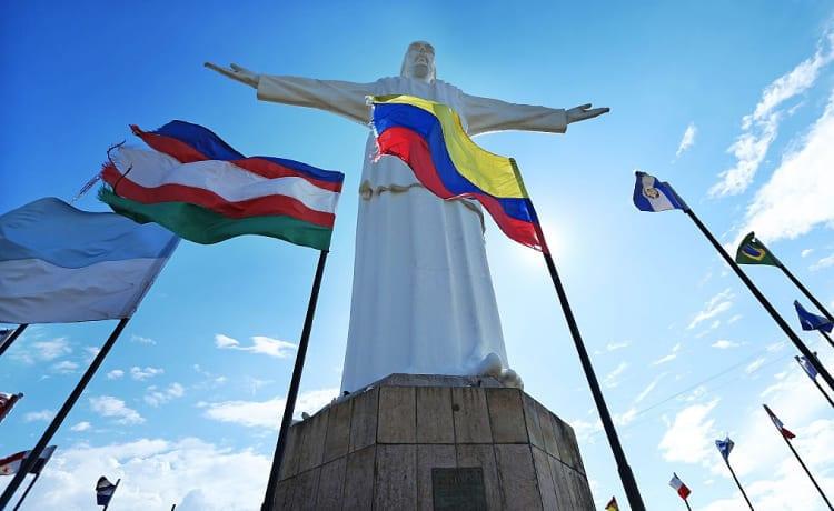 Monumento a Cristo Rey cerca de Azor Hoteles
